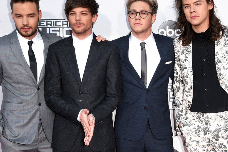"""Kai 2016-aisiais """"One Direction"""" galutinai išsiskirstė, Harry Stylesas (dešinėje) pasirinko """"senų ponų muziką"""".<br>Scanpix nuotr."""