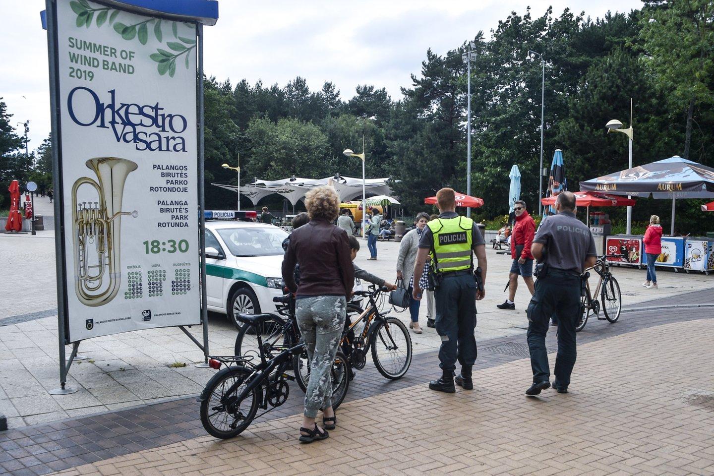 Penktadienį kurorto policijos komisariatas sulaukė dar ir techninio pastiprinimo – gautas itin gerų techninių savybių dronas.<br>V.Ščiavinsko nuotr.