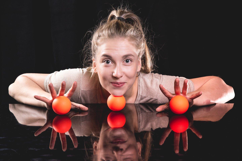 Suomė Aino Makipaa - šokių ir žongliravimo meistrė.<br>Organizatorių nuotr.