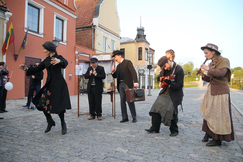 """Vilniaus """"Senųjų menų studijos"""" pastatymas """"Gekumen"""" (""""Sugrįžo"""") apie žydų gyvenimą.<br>Organizatoriu nuotr."""