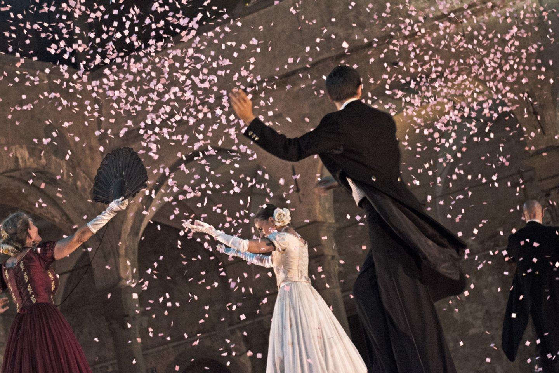 """Kultinis italų spektaklis po atviru dangumi """"Valsas"""".<br>S.Uliverio nuotr."""