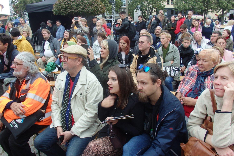 """""""Šermukšnio"""" festivalių publika.<br>G.Pilaičio nuotr."""