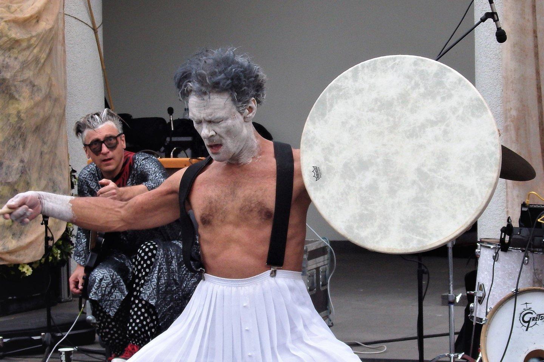 Benas Šarka - gatvės teatro magas ir šamanas.<br>G.Pilaičio nuotr.