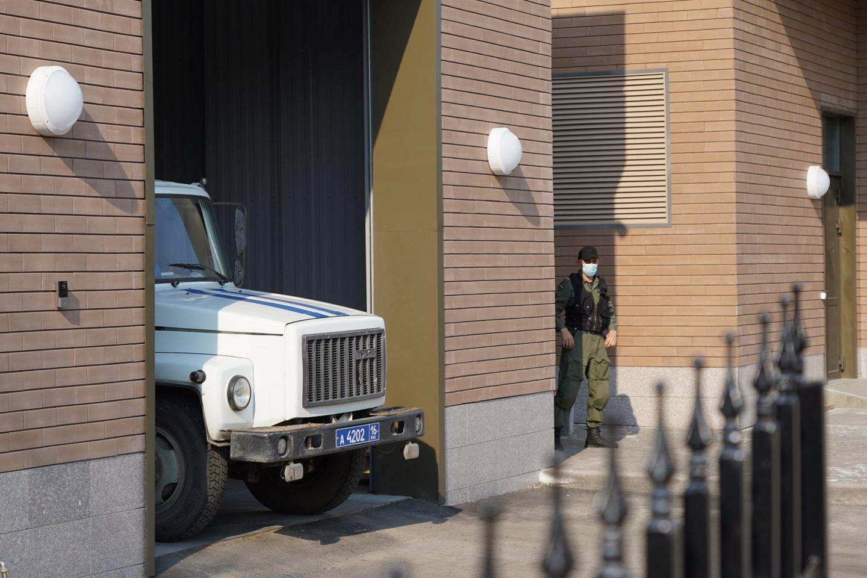 """Rusijoje sulaikyta """"Pussy Riot"""" narė A. Kuzminych areštinėje blogai pasijuto.<br>TASS/Scanpix nuotr."""