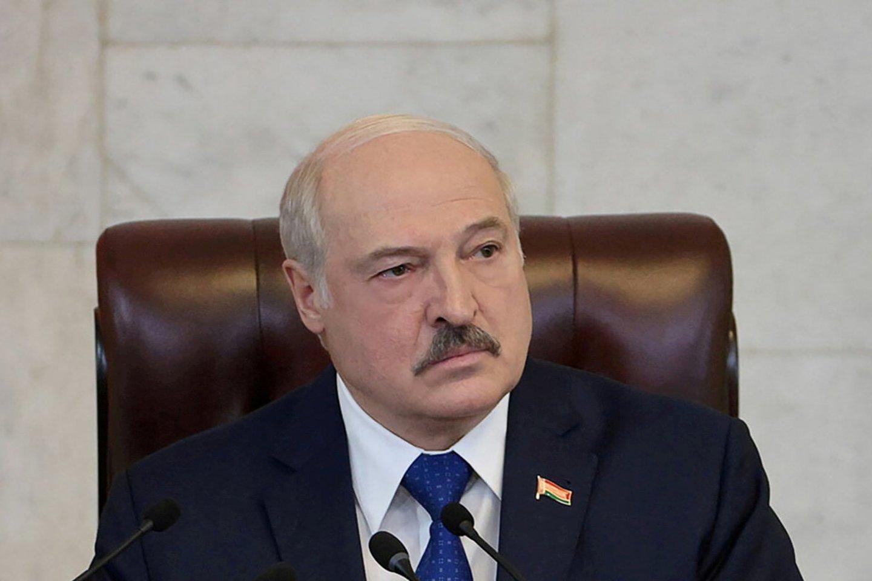 A. Lukašenka ragina Vakarus nustoti dusinti Baltarusiją, kitaip negins jų nuo migrantų.<br>Reuters/Scanpix nuotr.