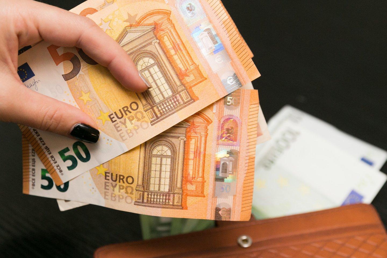 Socialinės atsaugos ir darbo ministerija siūlo Vyriausybei nuo 2022 metų pradžios didinti minimalią mėnesinę algą.<br>T.Bauro nuotr.