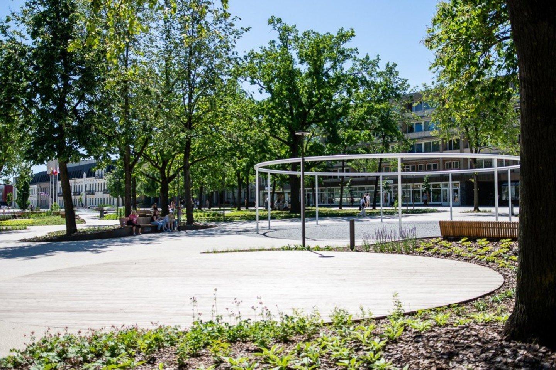 Visais laikais panevėžiečių traukos vieta esanti Laisvės aikštė po rekonstrukcijos tapo dar populiaresnė.<br>R. Ančerevičiaus nuotr.