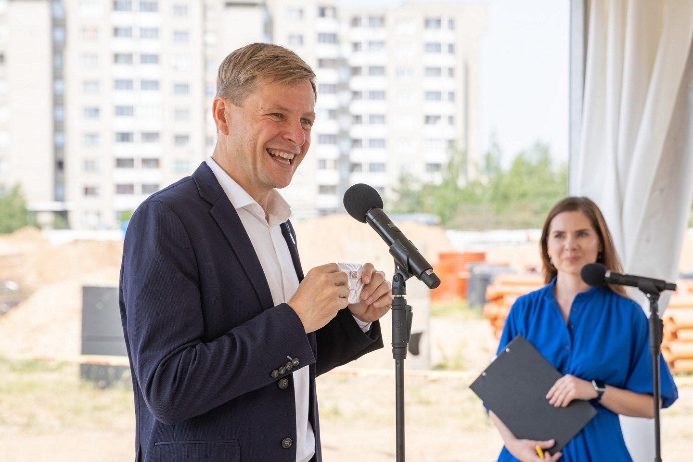 Tūkstančiui jaunųjų Pilaitės gyventojų ypač svarbus projektas – Tolminkiemio gimnazijos pastatas – pagaliau matomas ne tik brėžiniuose.<br>S. Žiūros nuotr.