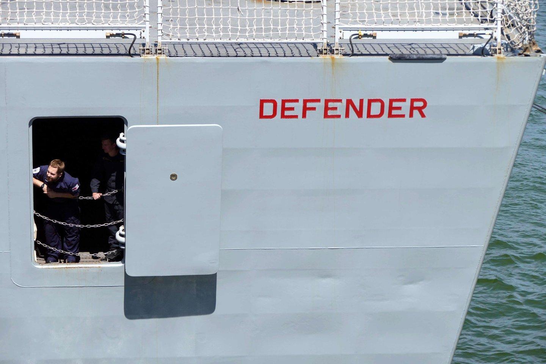 Juodojoje jūroje Rusijos pajėgos paleido perspėjamųjų šūvių Britanijos karo laivo link.<br>SIPA/Scanpix nuotr.