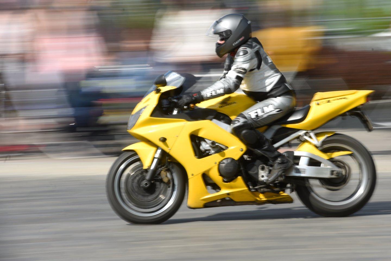 Įprastai A1 kategorijos privalomo praktinio vairavimo kursą sudaro 10 valandų.<br>D.Umbraso nuotr.