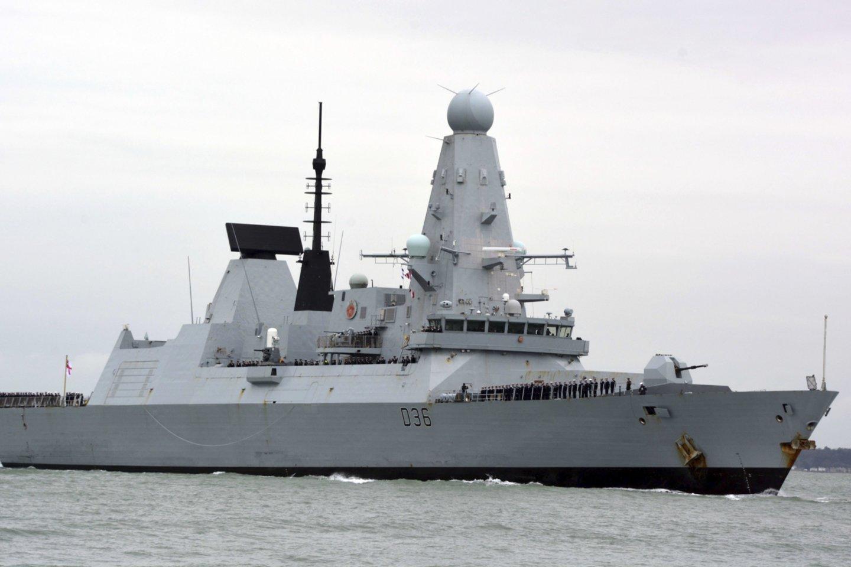 Jungtinė Karalystė neigia Rusijos pranešimus apie šūvius į britų laivą. <br>AFP/Scanpix nuotr.