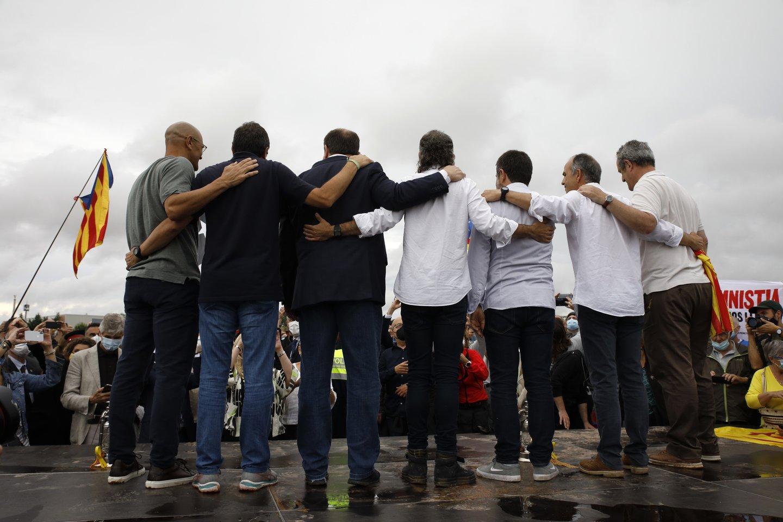 Devyni nuteisti Katalonijos separatistų veikėjai išėjo į laisvę. <br>ZUMA Press/Scanpix nuotr.
