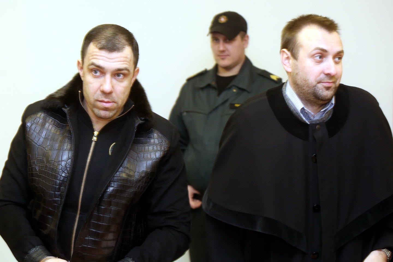 Agurkinių gaujos vadeiva Saulius Velečka - Agurkas (kairėje).<br>R.Danisevičiaus nuotr.
