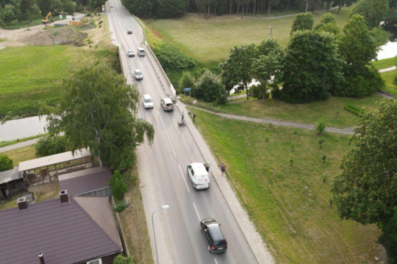 Jurbarke susidūrus mopedui ir automobiliui sužeisti du žmonės.<br>jurbarkosviesa.lt nuotr.