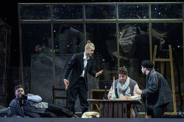 """G.Puccini operos """"Bohema"""" Valdovų rūmų kieme.<br>M.Aleksos nuotr."""