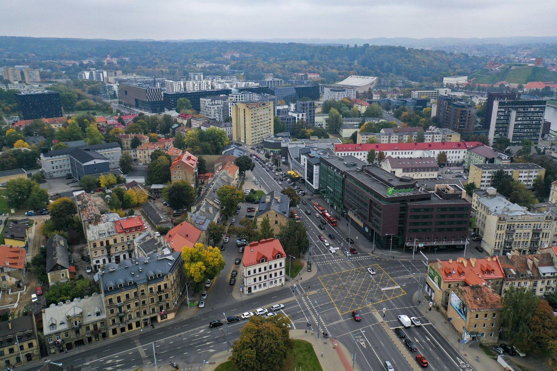 Rezervuoja butą už kelis tūstančius eurų ir ieško būstą skubančių įsigyti pirkėjų, kurie nori ir sutinka tokią rezervaciją perpirkti, žinoma, gerokai brangiau – tokius po kone dešimtmečio į rinką grįžusių vadinamųjų spekuliantų triukus pažaboti norėtų Lietuvos bankas, pasiūlęs registruoti preliminariąsias būsto pirkimo-pardavimo sutartis.<br>V.Ščiavinsko nuotr.