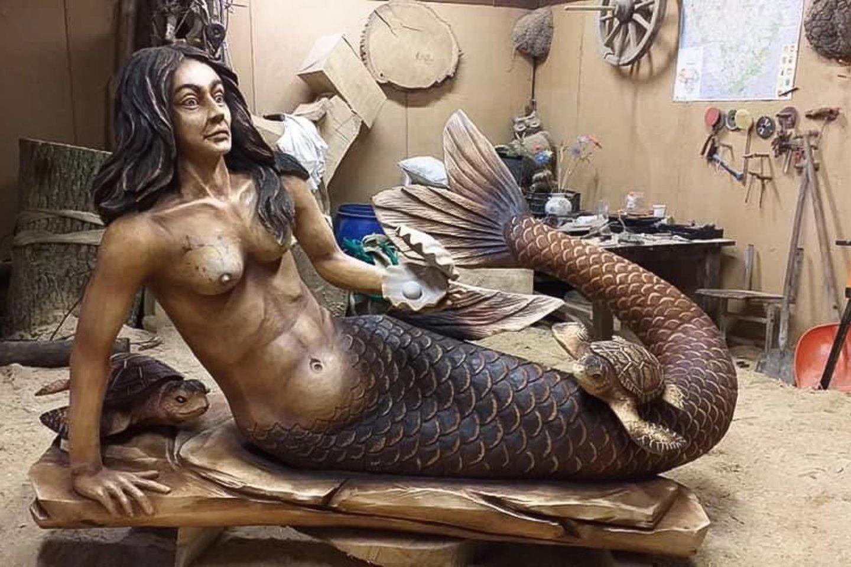 Valerij kuriamosmedinės skulptūros nudirbtos netradiciškai – dažniausiai pjaustomos tiesiog pjūklu.<br>Asmeninio archyvo nuotr.