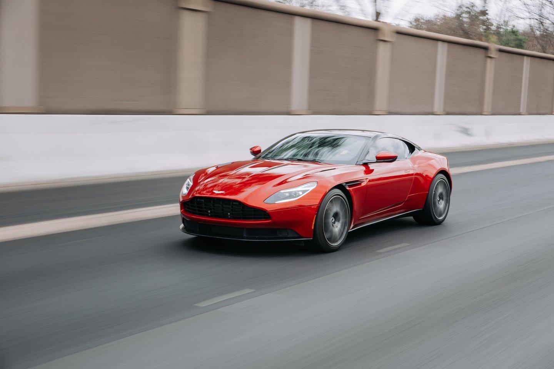 """Naujasis """"Aston Martin"""" kūrinys tobulai atspindi didingą gamintojo patirtį lenktynėse ir pirmąjį jų sukurtą lenktyninį automobilį.<br>www.unsplash.com nuotr."""