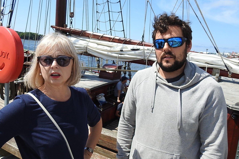 """Jūrinių renginių koordinatorė Violeta Ulevičienė ir""""Atilos""""kapitonas.<br>G.Pilaičio nuotr."""