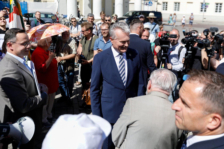 Prezidento Gitano Nausėdos sprendimas stoti į Vengrijos premjero pusę LGBT bendruomenės klausimu neturi ir vieningo politologų vertinimo.<br>T.Bauro nuotr.
