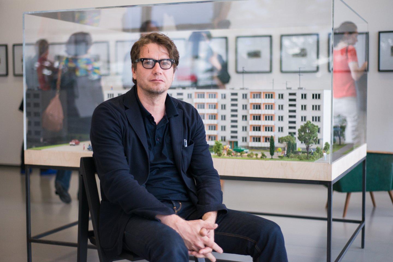 Menininkas D.Liškevičius neabejoja, kad šis jo kūrinys prokurorų taikiniu tapo tik dėl politinių priežasčių.<br>J.Stacevičiaus nuotr.
