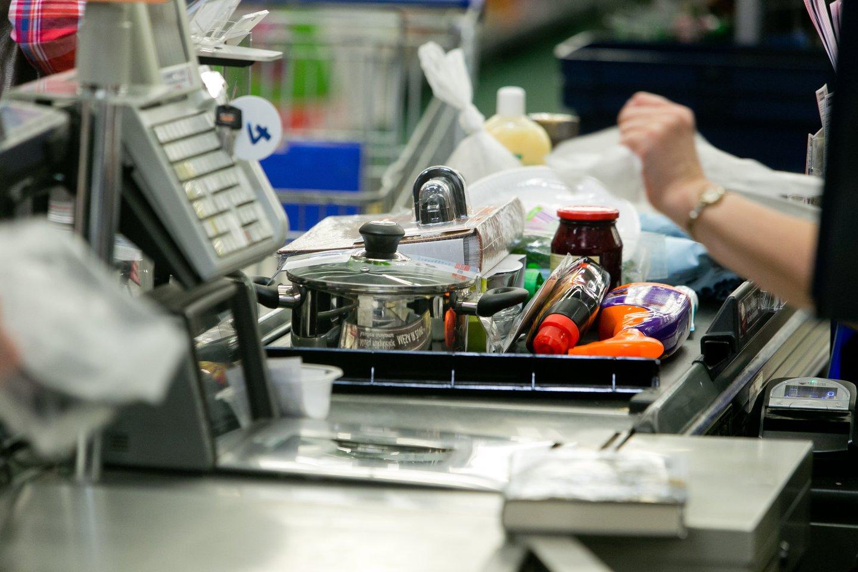 Infliacija šalyje sparčiai kyla, prekių ir paslaugų kainos didėja.<br>T.Bauro nuotr.