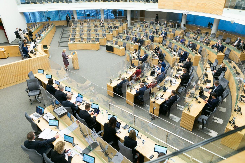 Prezidentas Gitanas Nausėda trečiadienį pasirašė Seimo patikslintą 2021 metų valstybės biudžetą.<br>T.Bauro nuotr.