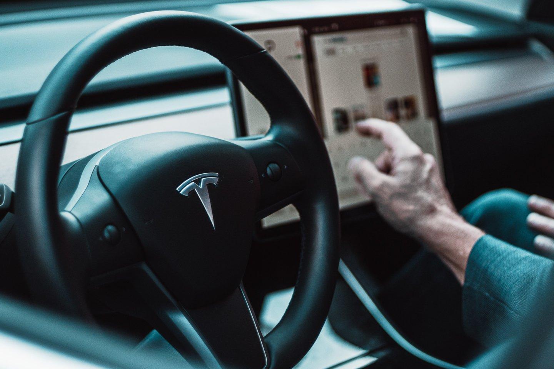 """""""Panasonic"""" patvirtino, kad pardavė visas turėtas """"Tesla"""" akcijas.<br>www.unsplash.com nuotr."""