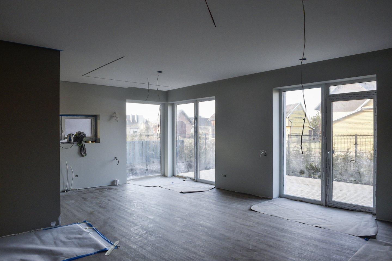 Natūralus apšvietimas daugeliui žmonių yra vienas iš svarbiausių kriterijų renkantis naujus namus.<br>V.Ščiavinsko nuotr.