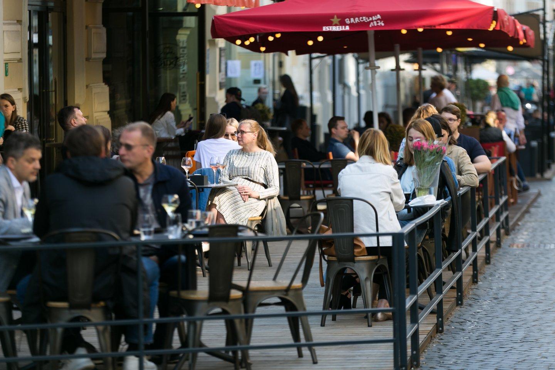 Lengvata taikoma kavinių, barų, restoranų ir kitų maitinimo įstaigų paslaugoms, taip pat ir išsinešamam maistui, bet ne alkoholiui.<br>T.Bauro nuotr.