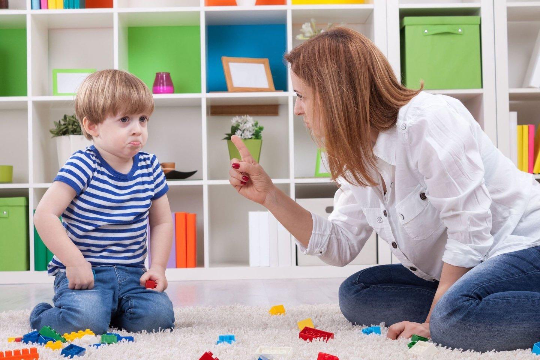 Taisyklės, ribojimai, draudimai žmogų lydi visą gyvenimą, todėl tėvų pareiga vaikus tam paruošti ir išmokyti atskirti tinkamą, visuotinai priimtiną elgesį nuo netinkamo.<br>123rf nuotr.