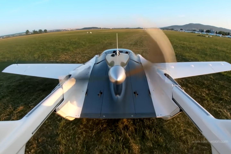 Skraidančio automobilio prototipas atliko bandomąjį skrydį tarp dviejų Slovakijos miestų ir praleido ore 35 minutes.<br>Stop kadras