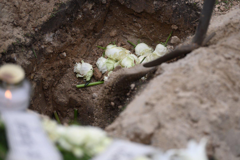 Pandemija pagausino mirčių, bet neatpigino laidojimo paslaugų.<br>V.Skaraičio nuotr.
