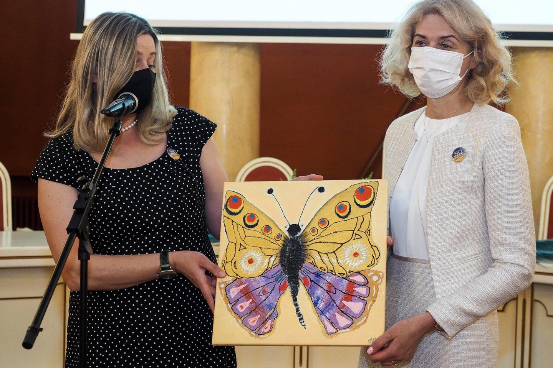 POLA direktorė Neringa Čiakienė ir NVI vadovė Sonata Jarmalaitė.<br>Pranešimo spaudai nuotr.