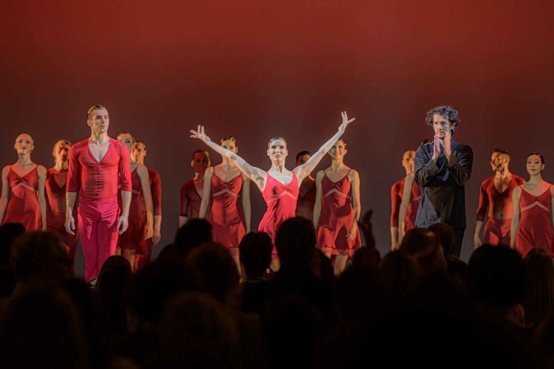 """J.Krivickas, O.Šaitanova ir dirigentas R.Šumila po baleto spektaklio """"Bolero"""".<br>M.Aleksos nuotr."""