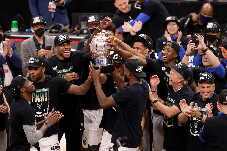 """Rytų konferencijos finale triumfavo """"Milwaukee Bucks"""" krepšininkai.<br>Reuters/Scanpix nuotr."""