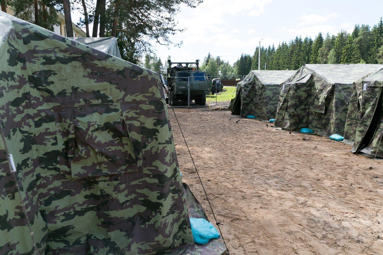 Palapinės Pabradės VSAT Užsieniečių registracijos centre (URC).<br>T.Bauro nuotr.
