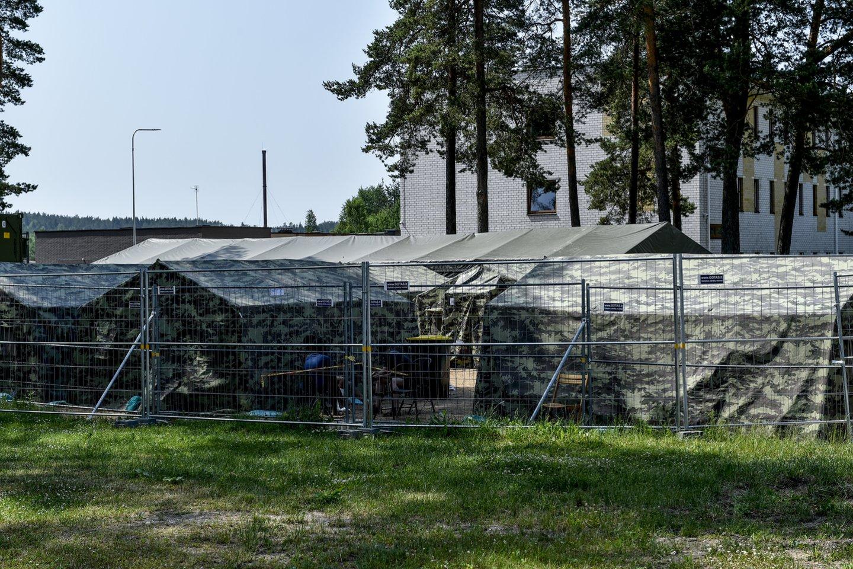Palapinės Pabradės VSAT Užsieniečių registracijos centre (URC).<br>V.Ščiavinsko nuotr.