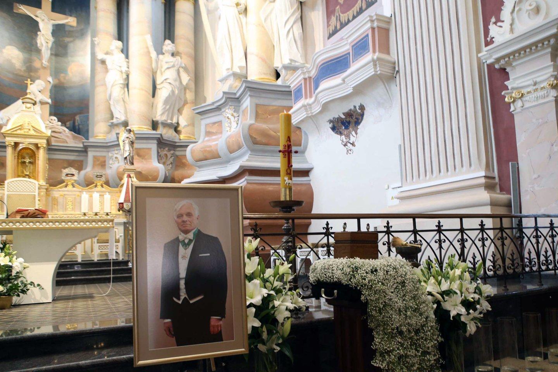 Laidotuvių ceremonija iš Kauno pasuko į Mardasavo kapines (Varėnos r.).<br>M.Patašiaus nuotr.