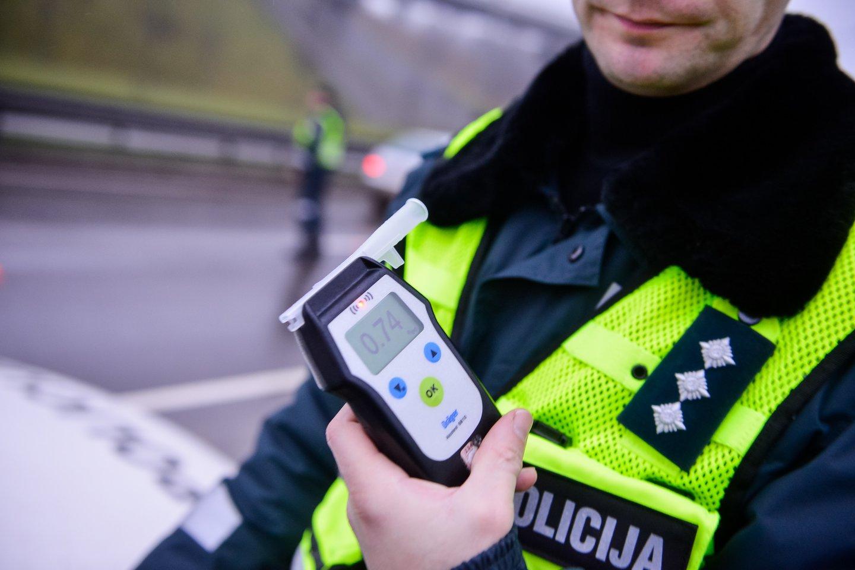 Per savaitę Kelių patrulių kuopos pareigūnai mobiliais greičio matavimo prietaisais užfiksavo 1075 greičio viršijimo atvejus.<br>J.Stacevičiaus asociatyvi nuotr.
