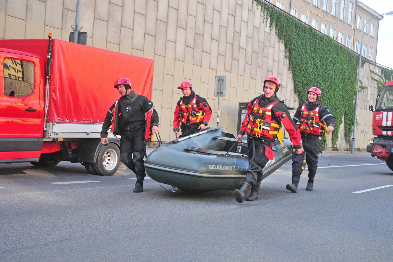 Potvynis po liūties Lietuvoje įkalino žmones apsemtuose automobiliuose ir namuose.<br>A.Vaitkevičiaus nuotr.