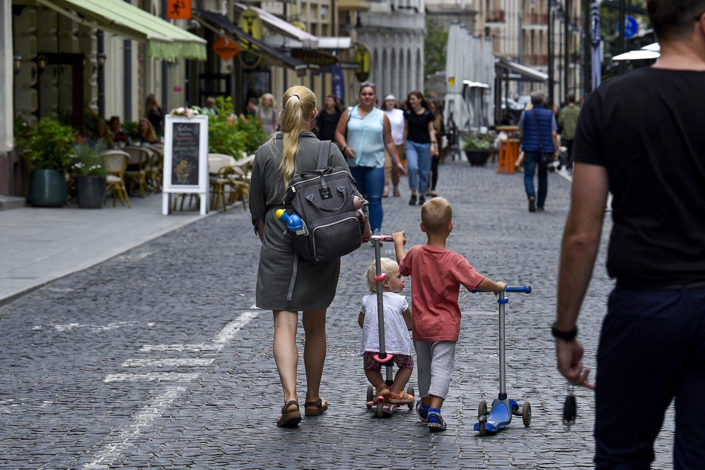 Vyriausybė nepritaria siūlymui mokėti vaiko priežiūros išmokas proseneliams.<br>V.Ščiavinsko nuotr.
