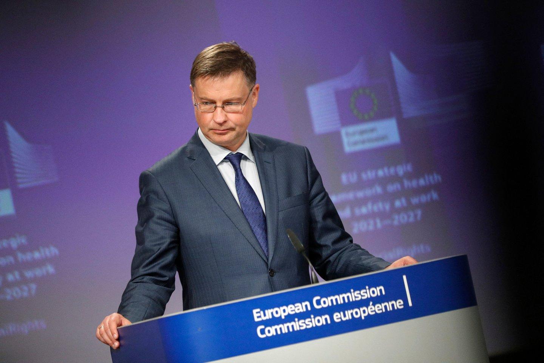 """Pasak V.Dombrovskio, dėl pažangos vakcinacijos srityje mūsų ekonomika galėjo atsiverti greičiau, nei tikėtasi.<br>""""AFP/Scanpix"""" nuotr./"""