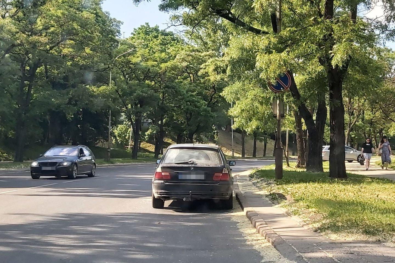 Sostinės Lazdynų mikrorajono vairuotojai nepatenkinti savivaldybės darbu.<br>lrytas.lt skaitytojo nuotr.