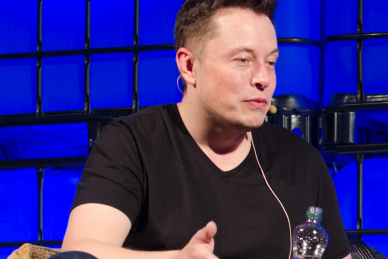"""""""Tesla"""" be abejonių turi geriausias autonominių automobilių technologijas rinkoje.<br>commons.wikimedia.org nuotr."""