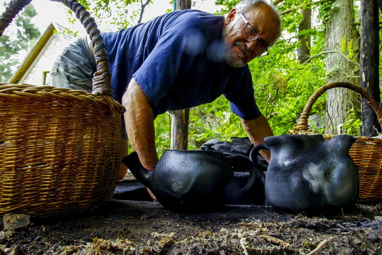 Petras Pretkelis,juodoji keramika,amatai,menai<br>V.Ščiavinsko nuotr.