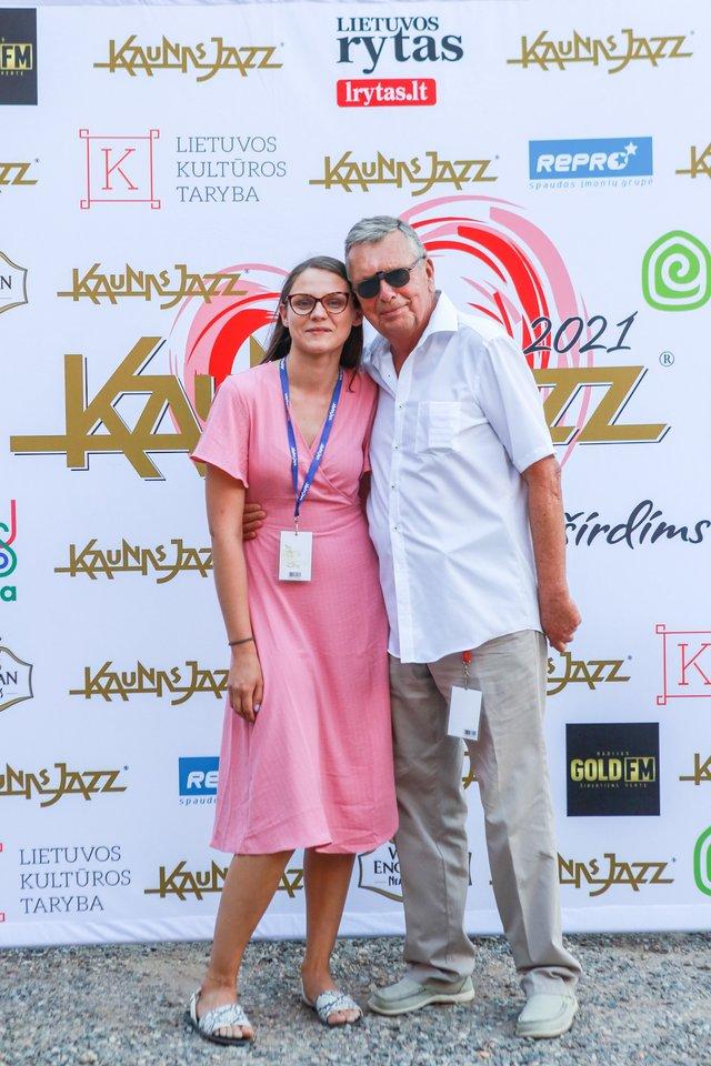 Festivalio savanorių vadovė Karolina Leskauskaitė ir renginio organizatorius Jonas Jučas.<br>G.Bitvinsko nuotr.