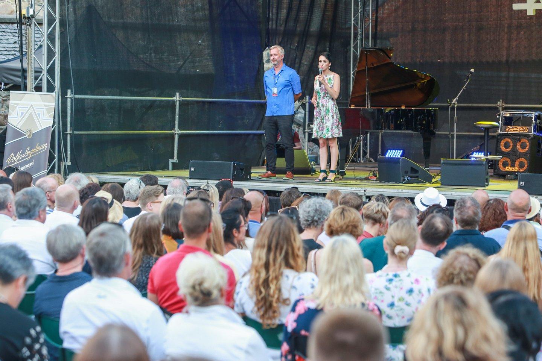 Festivalio meno vadovė Indrė Jučaitė-Sarneckienė ir muzikos žinovas žurnalistas Ramūnas Zilnys.<br>G.Bitvinsko nuotr.