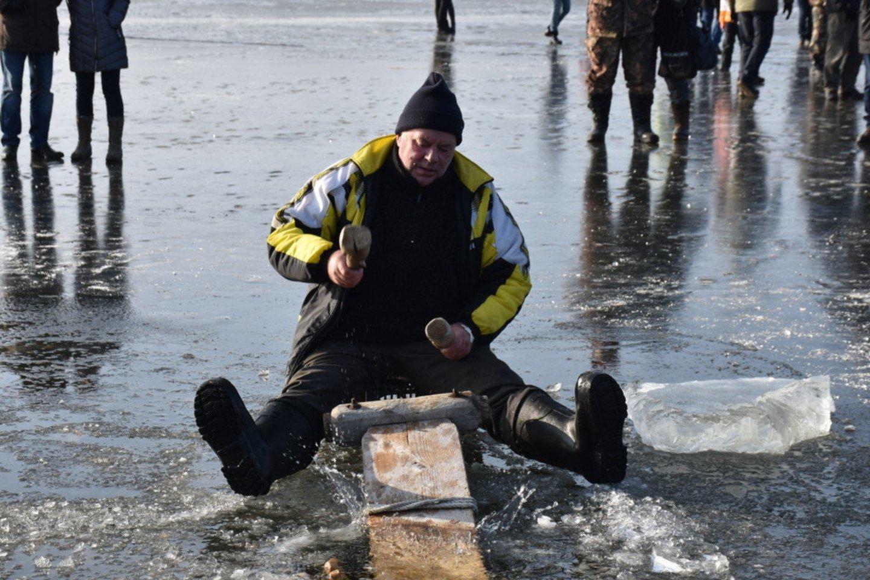 Bumbinimas – senas pamario žvejų užsiėmimas.<br>S.Vaišvilaitės nuotr.