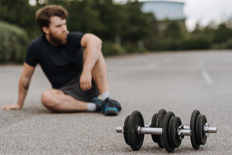 Sporto privalumams sveikatai suskaičiuoti neužtenka rankos pirštų, tačiau nei medikai, nei treneriai nesiūlo alinti organizmo.<br>Pexels nuotr.